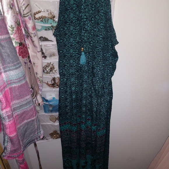 EARTHBOUND Dresses & Skirts - Adorable Earthbound Maxi Dress
